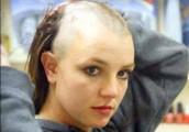 Britney Spears - Kopaszra vágatta a haját Britney Spears
