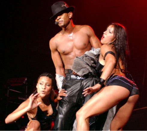 Usher - Dobta a saját anyját Usher