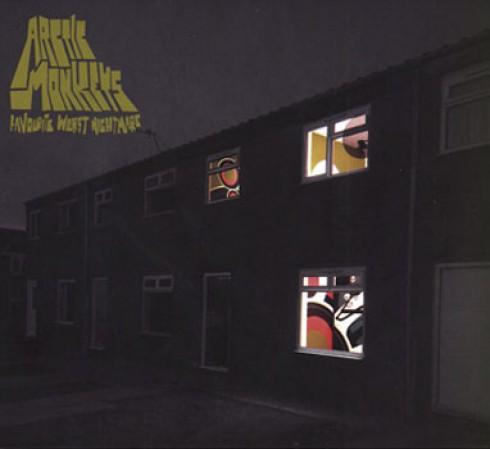 Arctic Monkeys - Bohócruhákban lépett fel az Arctic Monkeys