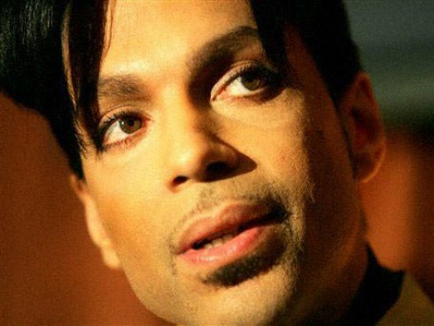 Prince - Botrány Prince koncertjén: rendőrök húzták ki az előadó kábeleit