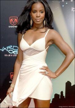Kelly Rowland - Kelly Rowland összeesett a színpadon