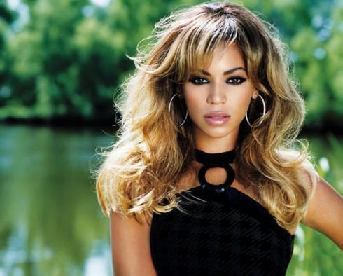 Beyonce - Beyoncé csábító ruhái miatt nem léphet fel
