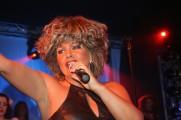 Tina Turner - Tinát támadták Ike temetésén