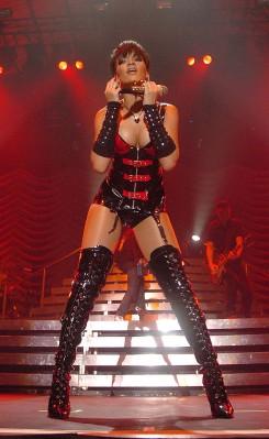 Rihanna - A verés után újra színpadra áll Rihanna