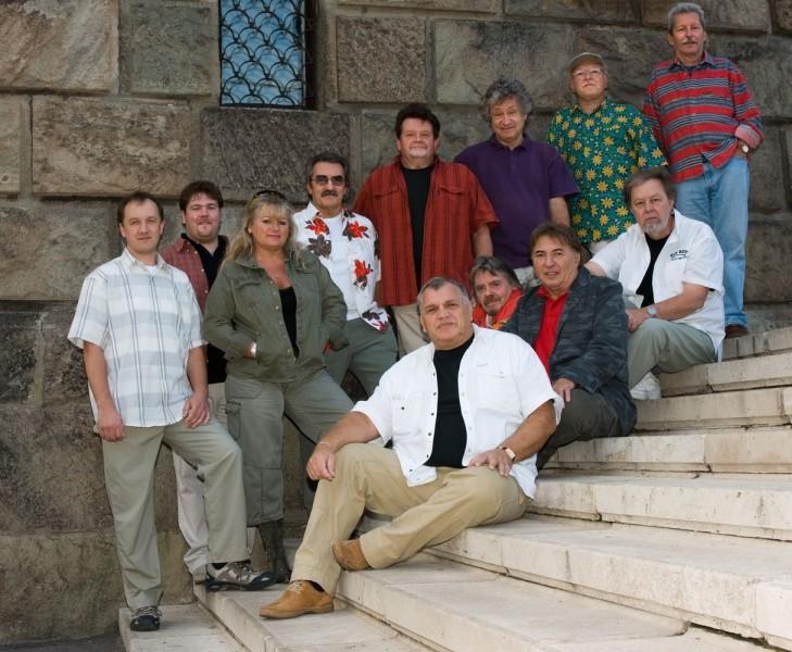 Old boys zenei el ad k egy ttesek s nekesek for Classic house zene