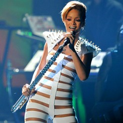 Rihanna - Rihanna nyitott egy leszbikus kalandra