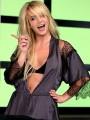 Britney Spears - Britney Spears a háza melletti hotelben vakációzik