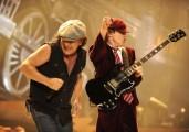 AC/DC - Az AC/DC húzza a talpalávalót a Vasembernek