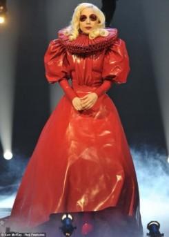 Lady GaGa - Lady Gaga szeretne úgy beszélni mint a királynő