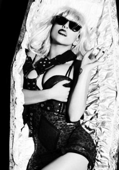 Lady GaGa - Lady Gaga halott (és élvezi)