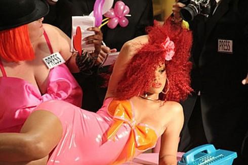 Rihanna - Túl sok lett Rihanna legújabb klipje!