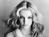 Britney Spears - Végre az oltár előtt, de hármasban...?