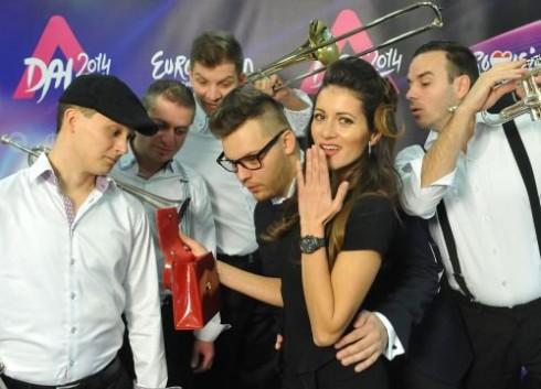 Group'N'Swing - Hatan a színpadon, négyen a háttérben