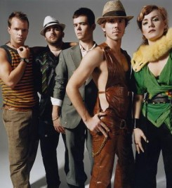 Brit Awards - A Scissor Sisters tarolt a Brit Awards-on